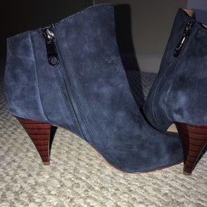 Navy blue ankle boot. - Louise Et Cie